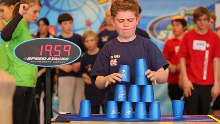 Speed Stacks: Hızlı ve zeki