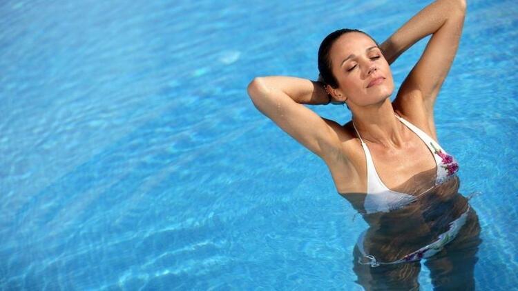 Adet döneminde denize ya da havuza girilir mi?