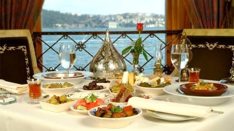 Çırağan Palace Kempinski'de boğaza nazır iftar
