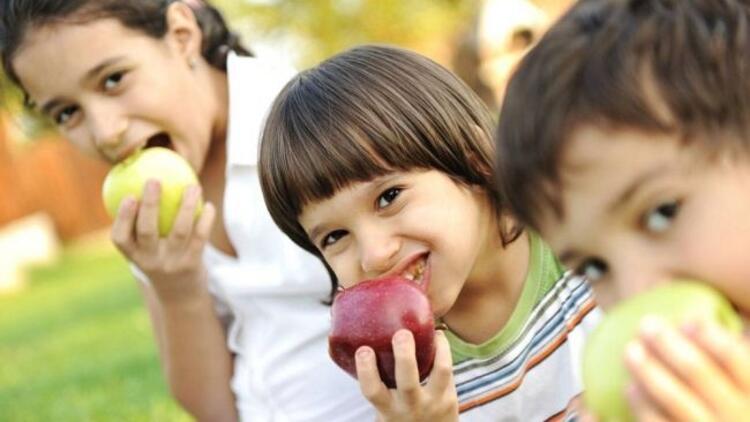 Abur cubur yerine meyve!