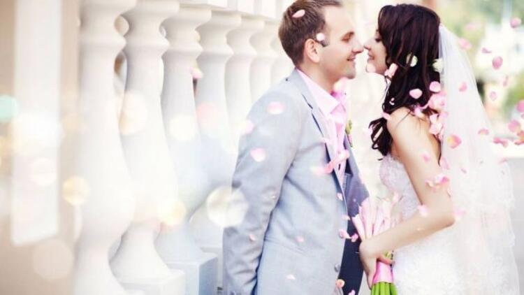 Kadınlar 27, erkeler 29 yaşında evlenmek istiyor