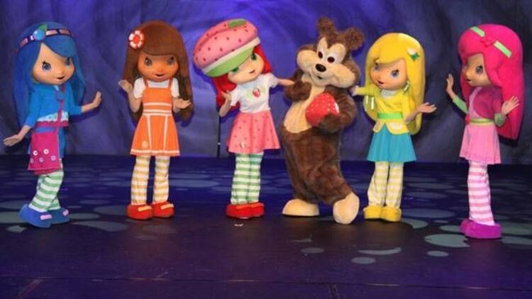 """Çocukların sevdiği """"Çilek Kız"""" yeniden sahnede!"""