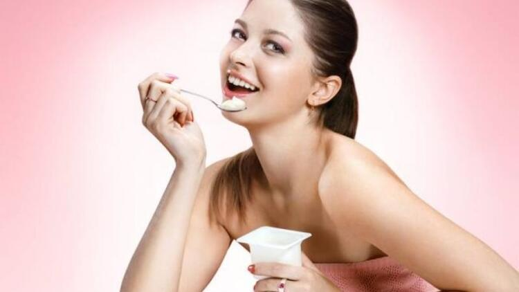 Pırıl pırıl bir cilt için düzenli yoğurt tüketin