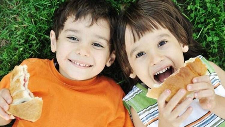 Yaratıcı babadan çocuklara öğle yemeği sürprizi