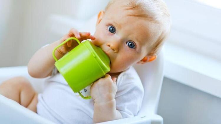 Bebeğin biberondan bardağa geçiş süreci
