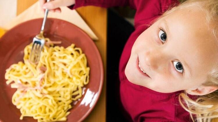 Çocuklarda tek yönlü beslenmeye uzmanından uyarı!