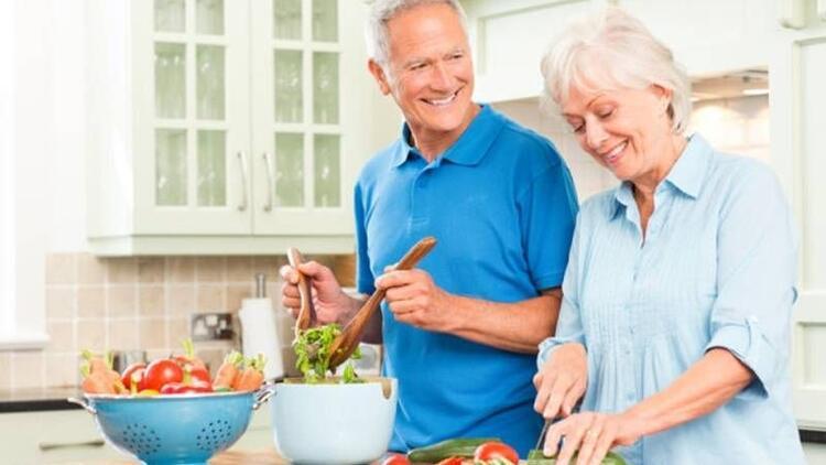Yaz aylarında yaşlılar nasıl beslenmeli?