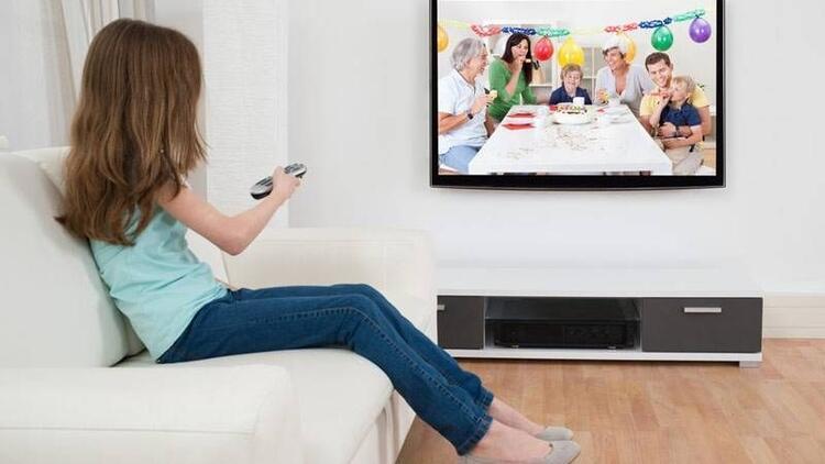 Çocuğunuzun hayatında televizyona yer vermeyin!