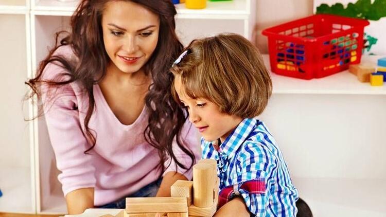 """Çocuğunuzun problemlerini """"oyun terapisi"""" ile çözün"""