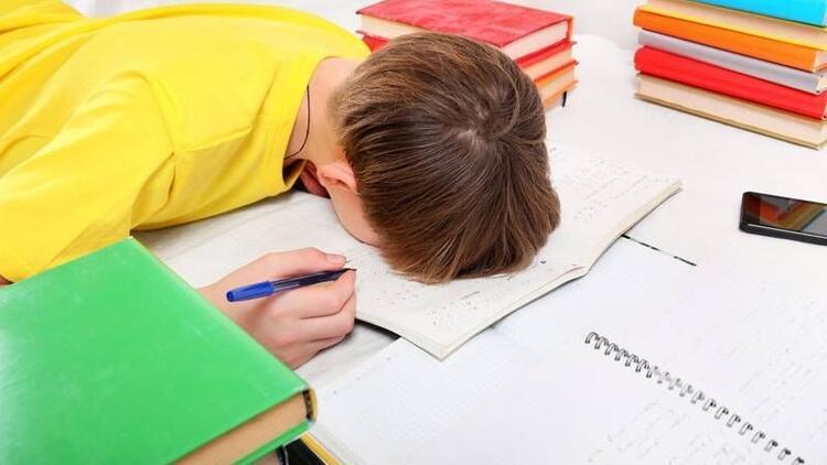 Çocuklarda ödev ve ders disiplini nasıl sağlanır?