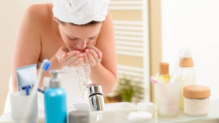 Uyku öncesi yüz temizliğini nasıl yapmalıyız?