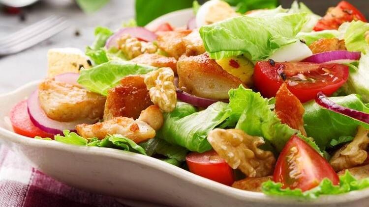 Bazı salatalar hamburgerden daha kalorili!