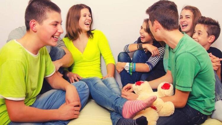 Ergenlikteki çocuğumun arkadaşlarına karışmalı mıyım?