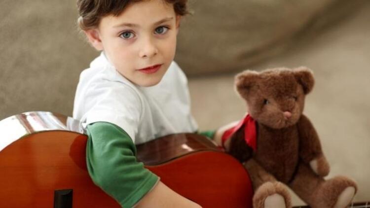 7 yaşından önce müziğe başlamak beyni geliştiriyor