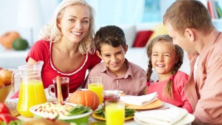 Çocuklar ebeveynleri gibi beslenmeli