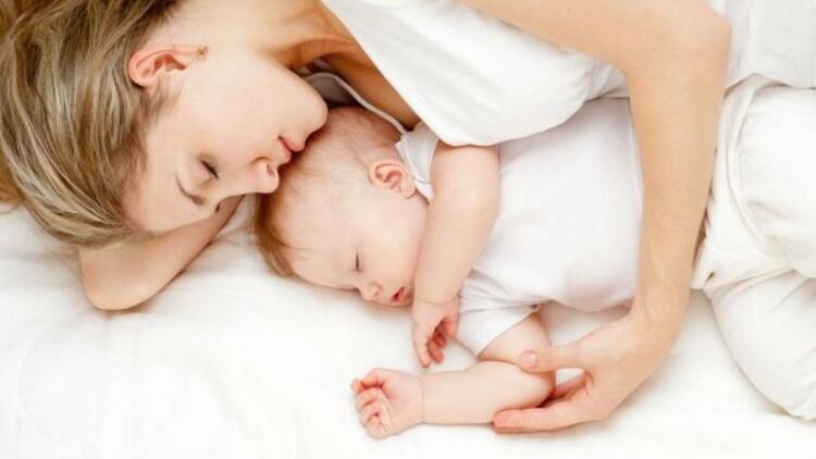 Bebeğinizle aynı yatakta uyumayın!