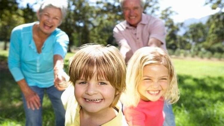 Çocuklara aile büyükleri bakmalı mı?