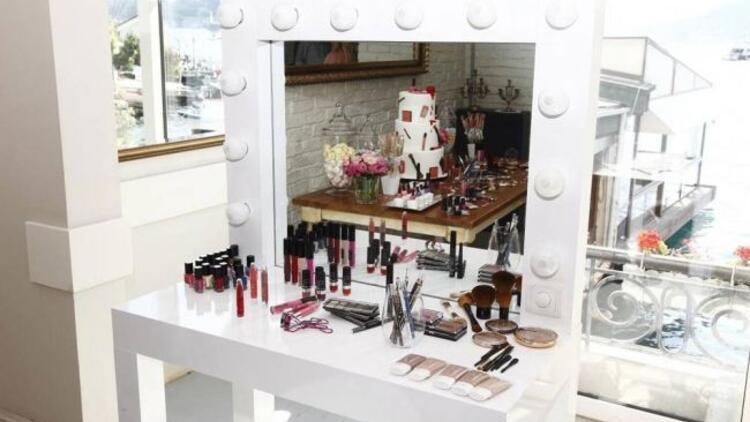 H&M kozmetik ürünleri Türkiye'ye geliyor!