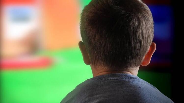 Pornodan etkilenip 8 yaşındaki kardeşine tecavüz etti