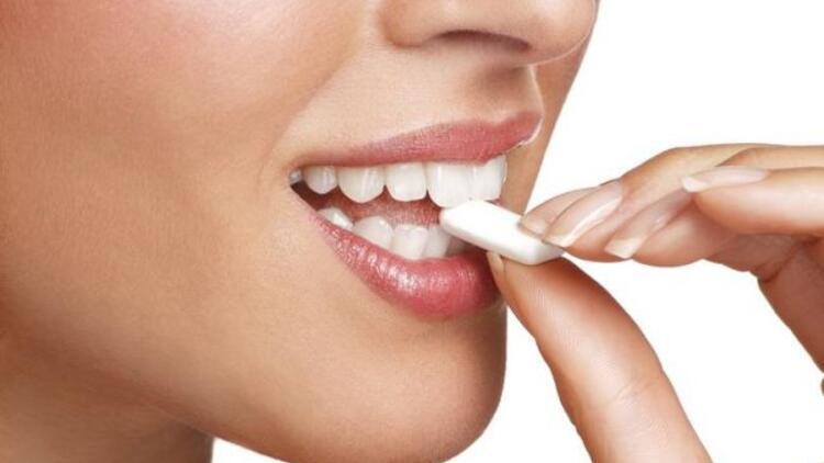 Sakız çiğnemek ağız temizliği için yeterli mi?