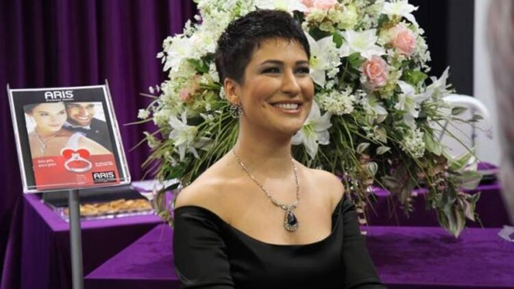 Ariş Pırlanta'nın online yüzü İclal Aydın oldu!