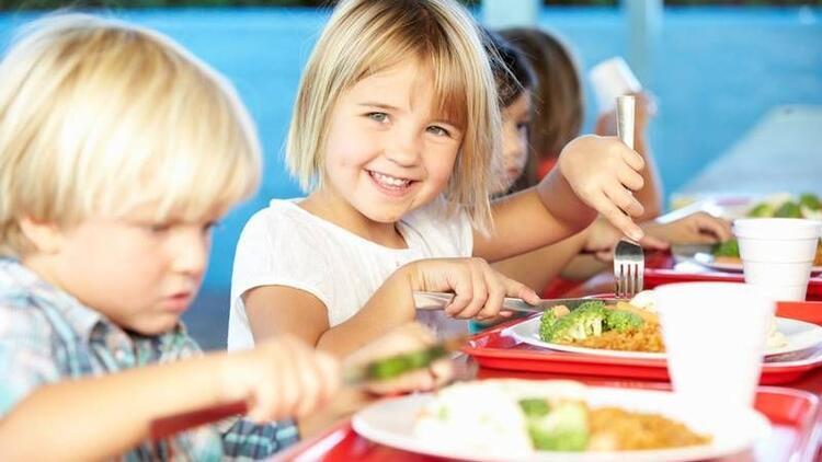 Doğru beslenme alışkanlığı çocuklukta kazanılıyor