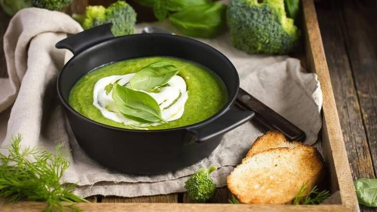 Fesleğenli brokoli çorbası