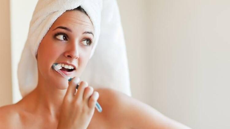 Diş fırçasını böyle kullanıyorsanız dikkat!