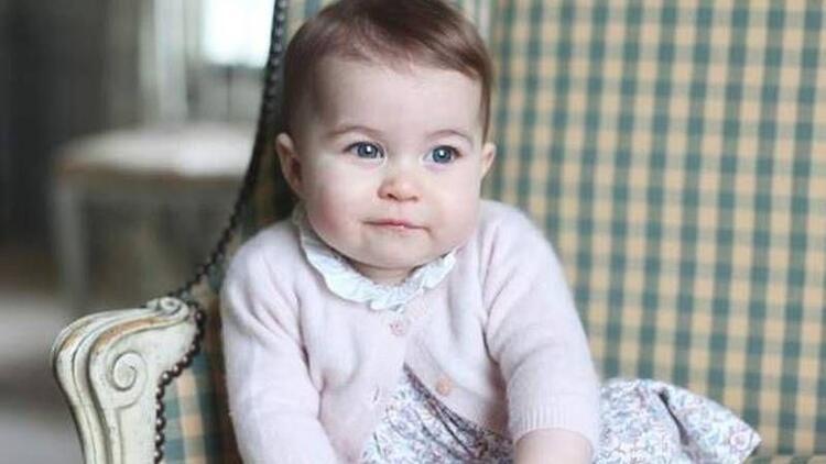 Prenses Charlotte sizce kime daha çok benziyor?