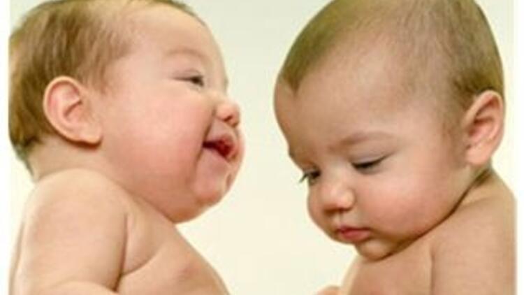 İkiz bebeklerin gelişimi