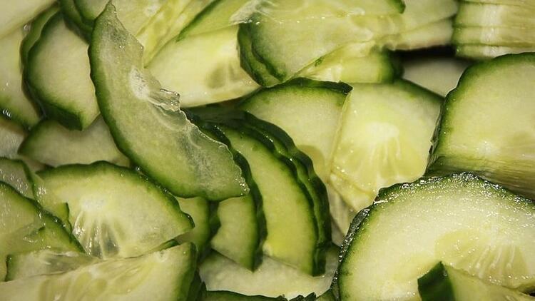 En iyi serinleten yaz sebzesi salatalık
