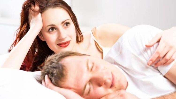 Kadınlar partnerleri için yatağa makyajlı giriyor