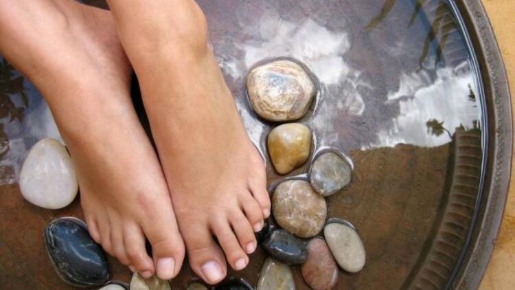 Şişen ayaklar hastalık habercisi mi?