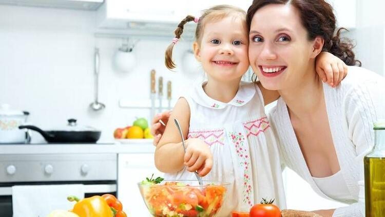 Çocuklara sağlıklı beslenmeyi öğretmenin 10 yolu