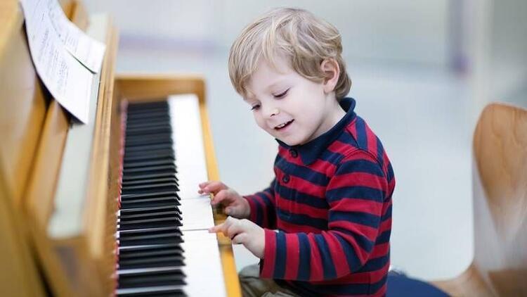 Çocuğumun müziğe ilgisi var, ne yapmalıyım?