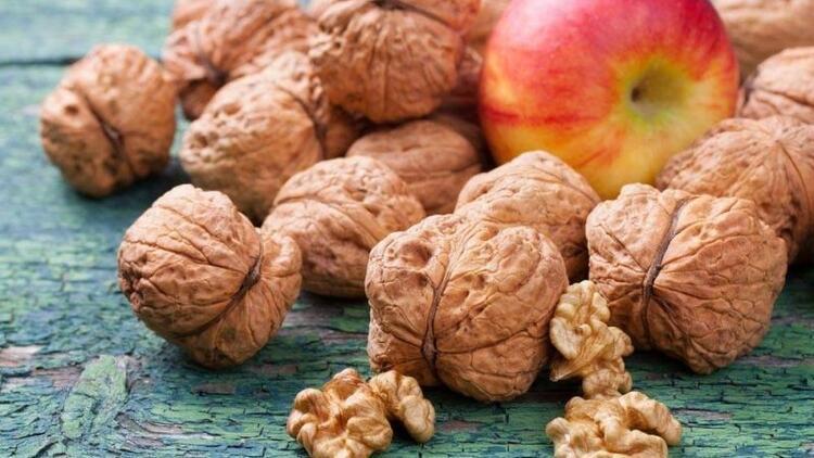Günde 1 elma ve 3 ceviz tüketin