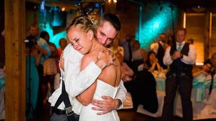 En anlamlı düğün dansı!