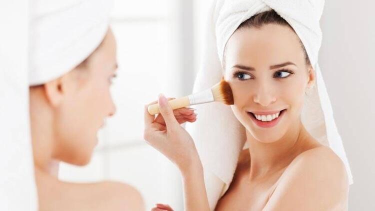 Makyaj yaparken cildinizi de düşünün!