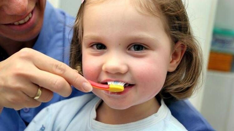 Minik dişler için minik bir fırça seçin!