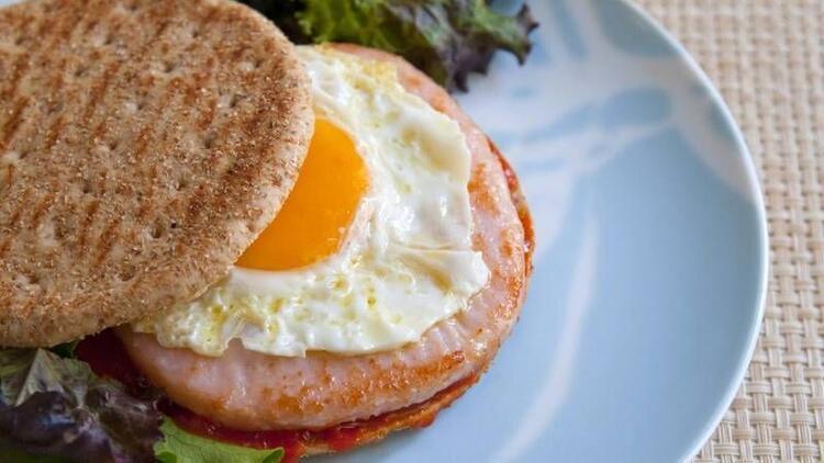 Et ve yumurtanın yanında ekmek tüketmeyin!