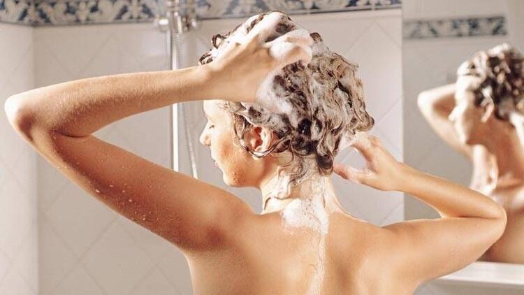 Sık yıkamak saçlarınızı yıpratır!