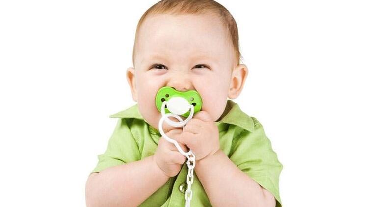 Bebeklerin boynuna asılan ipli emziklere dikkat!