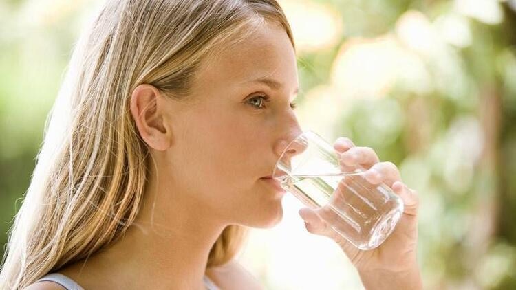 Gün içinde yeterli sıvı alınmalı