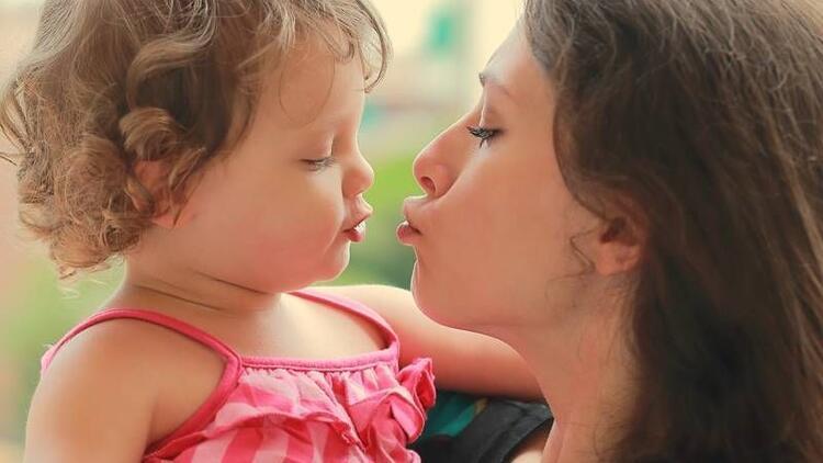 Çürük, bebeğe anneden de bulaşabiliyor