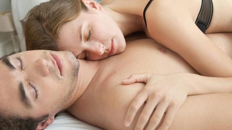 Çıplak uyumak çiftler arasındaki bağı güçlendiriyor