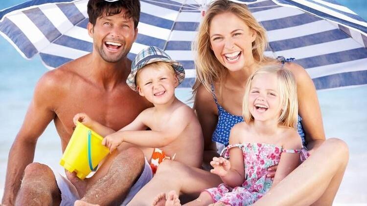 Çocuğuyla yaz tatiline hazırlanan ailelere öneriler