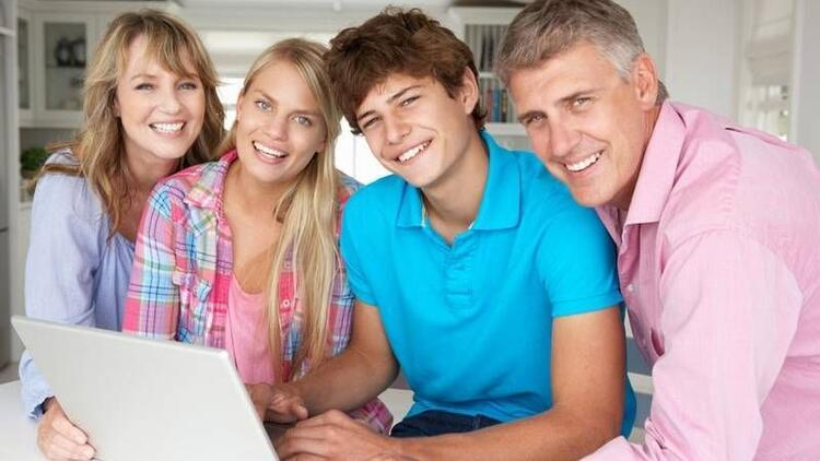 Ergenliğin mutlu geçmesinde ebeveynlerin payı büyük