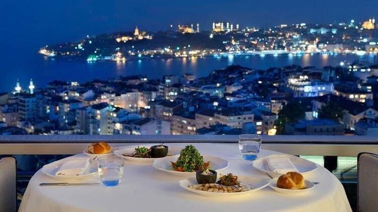 Eşsiz İstanbul manzarasına karşı ramazan keyfi