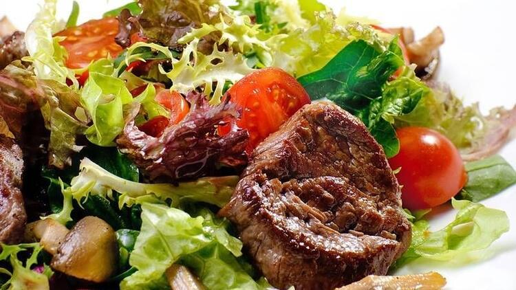 Etin yanında bol salata tüketin!