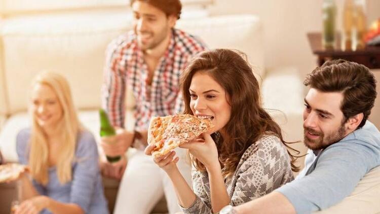 Televizyon karşısında yemek yemeyin!